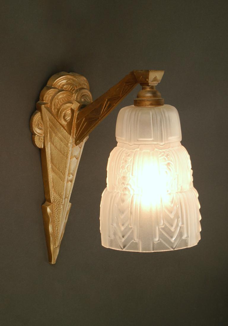 applique art d co en bronze lighting deco luminaires. Black Bedroom Furniture Sets. Home Design Ideas